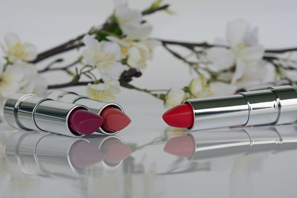 https://www.batiklopedia.com/lipstik-glossy-dan-matte-mana-yang-sebaiknya-kamu-pilih/